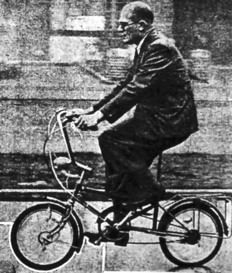 Alex Josey of Cycling magazine road-testing a hub-geared version of  Le Petit Bi during WW2