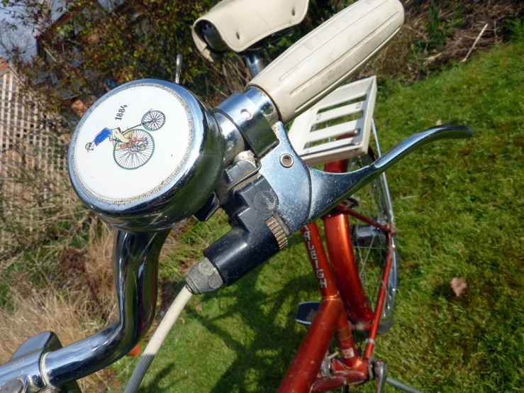 This bike is fitted with Raleigh's Design Centre Award-winning self-adjusting brake levers. In common with automotive drum brakes, these detetcted increased brake lever travel and, via a ratchet mechanism, automatically tightened the cabled to compensate. Sadly, this was all too complicated for many bicycle mechanics and the levers were soon dropped.